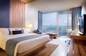 PIC - Drink, Dine and Gain A Free Stay with Holiday Inn Pattaya_LR