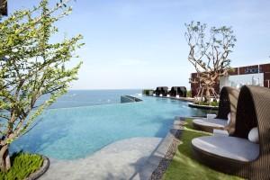 Pic 1 Hilton Pattaya_Outdoor pool